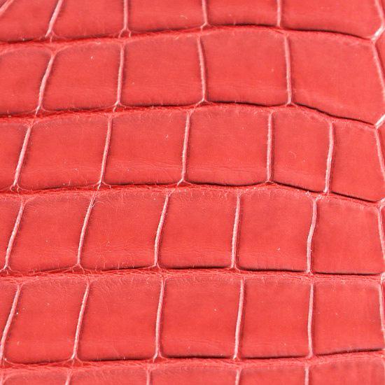 cuir-alligateor-grandes-ecailles-rouge